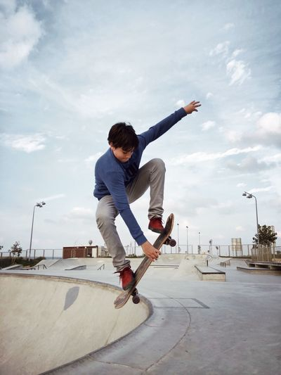 Up מייסקייט מייאייפון7 ShotOnIphone Full Length One Person Sky Casual Clothing Leisure Activity Skateboard Cloud - Sky Skate Photography: Same Tricks, New Perspectives 17.62°