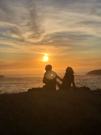 Sunset couple Sunset Sky Sea Water Sitting Beach Beauty In Nature Couple - Relationship EyeEmNewHere EyeEmNewHere