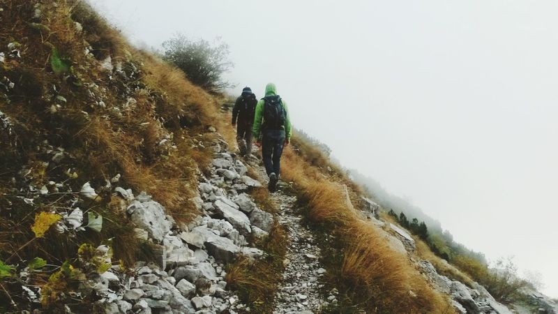 Sempre più su. Friends Mountains Zugna Autumn Mist Fog Trekking Trentino