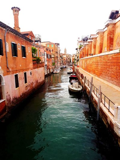 Venice Canal Venice, Italy Sunset Bridge Premium Collection ARTfoxHH Brick Wall Orange Color Canalview Canal Venice Old Buildings Sunny Sonnig Water Gondola - Traditional Boat Clear Sky Nautical Vessel City Sky Architecture Building Exterior Built Structure The Architect - 2018 EyeEm Awards Building Historic Arch Bridge Old Town Lagoon Gondolier TOWNSCAPE EyeEmNewHere