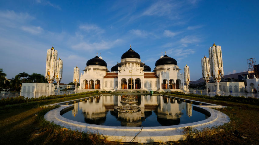 The amazing view of Baiturrahman Grand Mosque, Aceh, Indonesia. This mosque is one of mosque which survived in 2004 tsunami at Banda Aceh. Achitecture Baiturrahman Baiturrahman Mosque_6 Banda Aceh Morning Reflection Islam Landmark Mosque Religious  Tsunami