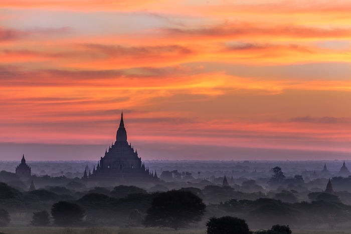 Architecture Bagan Cloud - Sky Mist Myanmar Mystic Pagoda Place Of Worship Play Of Light Sunset
