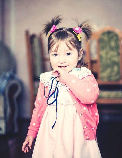 дитя маленькая девочка красавица улыбка невероятная