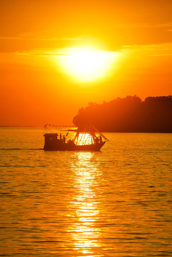 Sunset Sea Orange Color Sunlight Scenics Gold Colored Vacations Tropical Climate Travel Destinations Silhouette EyeEm Selects Stockphoto Sailing Boat EyeEm Best Edits PenyengatIsland Boats⛵️ EyeEmNewHere Landscape Sea Life Sailing Tourism Decorative Ship Eyeem Select Penyengat Island Travel