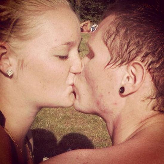 Vandaag al weer 13 maand met mn lieverd. Ik hou van je Love Kiss Summer 25 5 2012