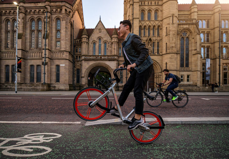 spotted this cool bike here in manchester! Bicycle Cycling City City Life Transportation People Architecture Building Exterior Day Cityscape Today's Hot Look EyeEm Masterclass Freshness
