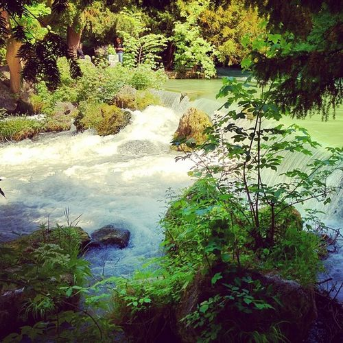 #waterfall #water #münchen #munich #englischergarten #park #nature #pictureoftheday #instamood München Instamood 10likes Pictureoftheday Instahub Englischergarten Tenlinkes Water Nature Waterfall Park Munich
