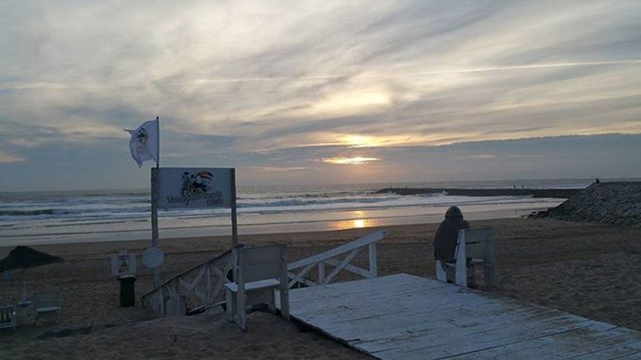 Por do sol da Caparica...😃 Pordosol Amopordosol Momentos MyPicture Mycapture Semfiltros Nofilter Momentozen Relax Zen Reflexão  Refletion Positividade Antistress Goodvibes Semfiltros Momentoszen Photooftheday Photo Photoofday Loucosmasfelizes EueEla Beachcaparica Paz Frases