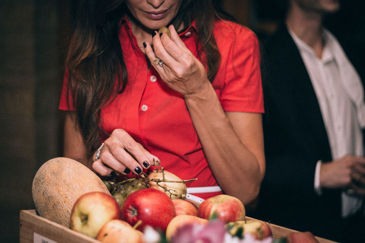 Lady in red eating grapes Apples Beautyful Woman Cafe Eating Fashion Front View Fruitporn Fruits Grapes Holding Indoors  Interior Of The Cafe Lady Lady In Red Milford Natural Woman Beauty Person Portrait Real People Red Dress Restaurant Sexygirl Standing The Portraitist - 2016 EyeEm Awards
