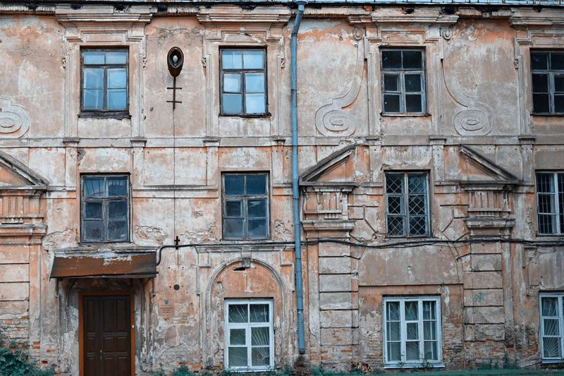 Old architecture Building Exterior Window Architecture Built Structure Building No People Full Frame Day Old Abandoned Residential District Outdoors Damaged Backgrounds Façade Low Angle View Bad Condition Side By Side