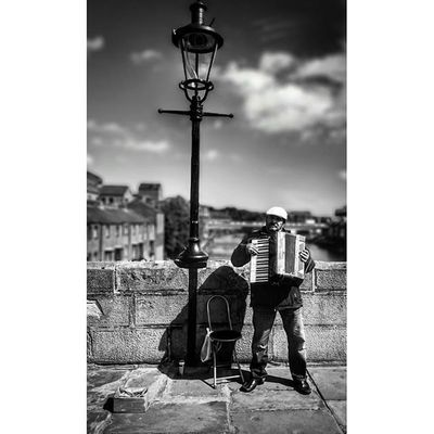 Busker... Durham Northumberland Explorenland Bnwlife Capturingbritain_bnw Capturingbritain_people Icu_britain_bw Peoplewatching Bnw_people Streetshots Streetphotography Urban_bw