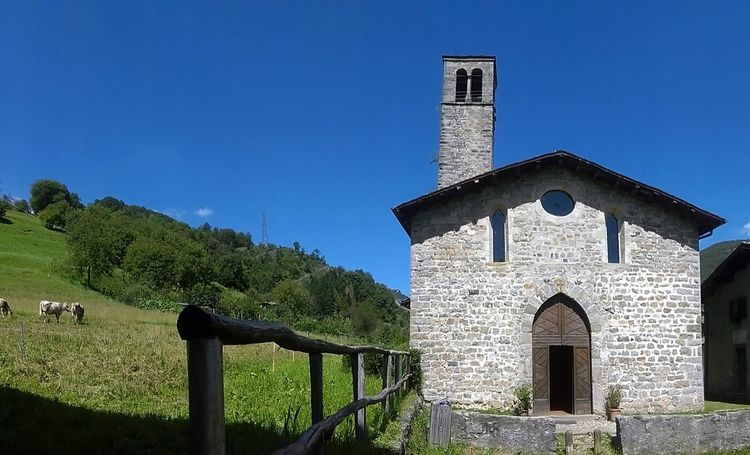 Cornellodeitasso Italy Church Rural Scene Nature Mountains Nature_collection Enjoying Life Landscape_Collection Hello World Colour Of Life Beautiful Nature Trekking Bestpicoftheday Hiking Bestoftheday Relaxing Nature Photography Sun Eyemmoment Moments Harmony Hi! Eyemadventure Color Palette