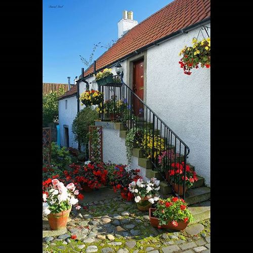 Culross, Fife. ISO 100, f8, 1/60th sec CPL. Prinely_shotz Insta_Scotland Special_shots Splendid_shotz Ig_shutterbugs Loves_Scotland BonnieScotland Ig_bestshots Bnw_scotland Ig_Scotland Ig_bliss Igerscots Britains_talent Culross Nikonphotography Nikond7000