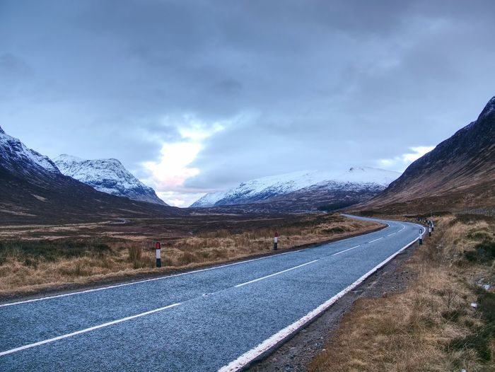 Road in valley in scottish highlands near popular glen etive, glencoe and others. scotland, uk.