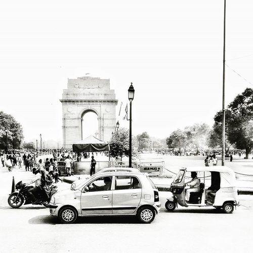 D E L H I 🚕 🚌 🚚 Nikonfr NikonD5500 Igersfrance Igersindia India Road Delhi Trafic Blackandwhite Bnw_fanatics Bnw_society Bnw_life Bnw_captures Bnw Dxo Ig_worldclub Ig_europe Ig_great_pics IGDaily Igersoftheday Igaddict Black All_bnwshots City capital b&w arcdetriomphe bnw_india indiapictures india_ig