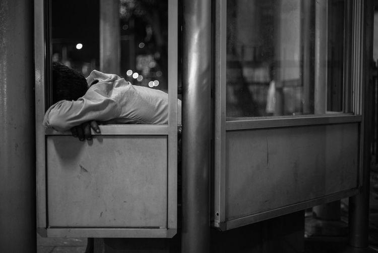 Tiring day B&w People Streetphoto_bw People Photography Monochrome People Watching Blackandwhite Streetphotography