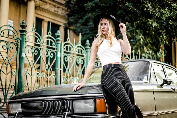 Classy Lady Falcon Green Color Stylish Urban Fashion Jungle Beautiful Woman Beautiful Woman  Beauty Black Pants Car Classy Fashion Fashion Femme Hairstyle Motor Vehicle Outdoors Real People Standing Street Photography White Top