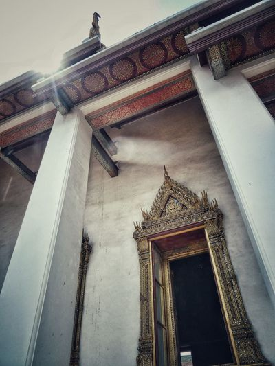 Spotted In Thailand Thailand Bangkok Temple Door Doorframe Frame Detail Details Architecture Architectural Detail Sun Travel Travel Photography EyeEm Best Shots Building Building Exterior Walking Around From My Point Of View Perspective Showing Imperfection Been There.