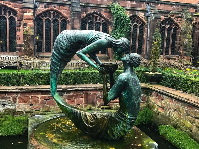 Kiss Statue Sculpture Art And Craft Creativity Building Exterior Architecture Outdoors Travel Destinations No People Day Water Built Structure Kiss Beautiful Fragility Wisdom