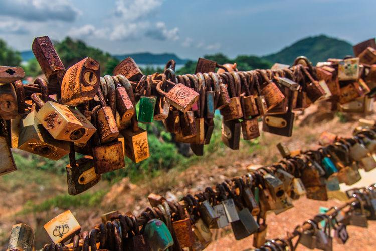 Lock Hanging