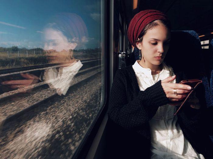 מייאייפון10 Mytrainmoments Mydtrainmoments ShotOnIphone IPhoneX One Person Young Adult Young Women Lifestyles Real People Reflection Women Beautiful Woman Focus On The Story