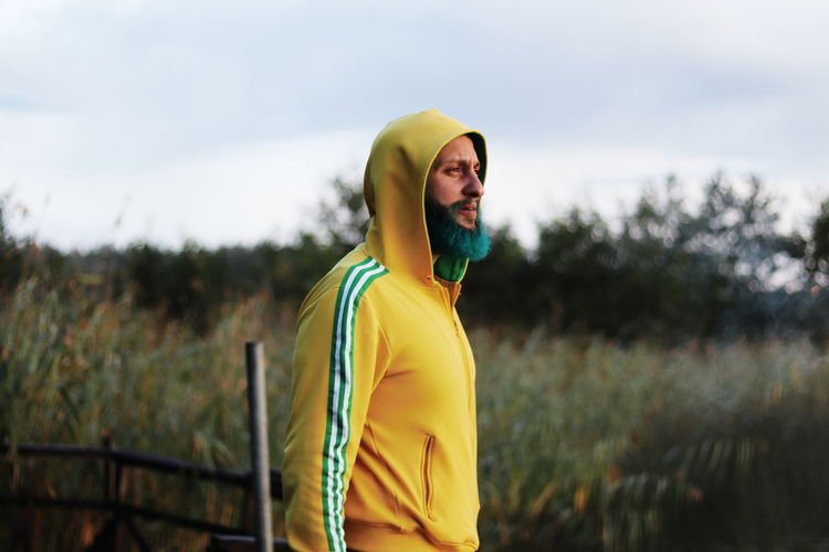 EyeEmNewHere Canon Canon Eos 800d 50mm 50mm F1.8 Nature Dyed Beard Tuquoise Yellow Hoodie Men Portrait Smiling Rural Scene Happiness Beard Yellow Multi Colored Young Men Candid Hooded Shirt Hood - Clothing Growing