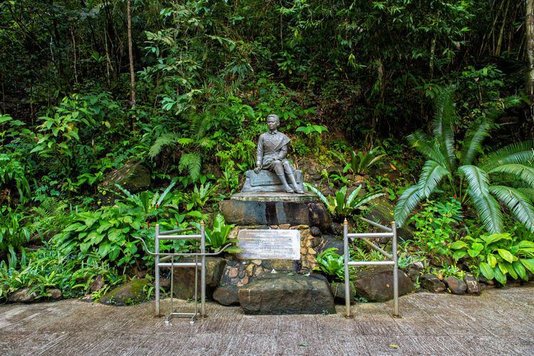 Queen Thailand Thai Waterfall Park Chanthaburi Statue Old King Asian  ASIA Rama Beautiful Design Nature Monument Green Commémoration Kumariratana Sunanda Pliw People Female Art Environment Tropical Ancient Decoration Natural Plant Travel Tree Outdoor Architecture View Traditional Wood Garden Tourism V