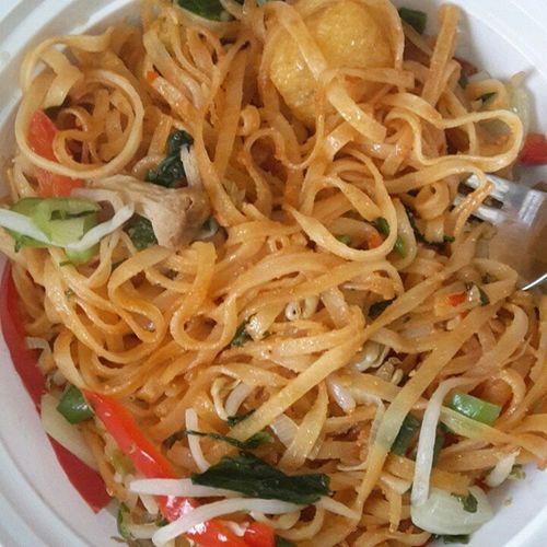 Vegetable Pad Thai Veganfoodshare Vegan Glutenfree Vegansofig Veganfoodporn VEGANLIFE Vegangirl Healthyfoodchoices Padthai Fitspiration Fitmom Eatlikeyougiveadamn EatHealthy Eatclean