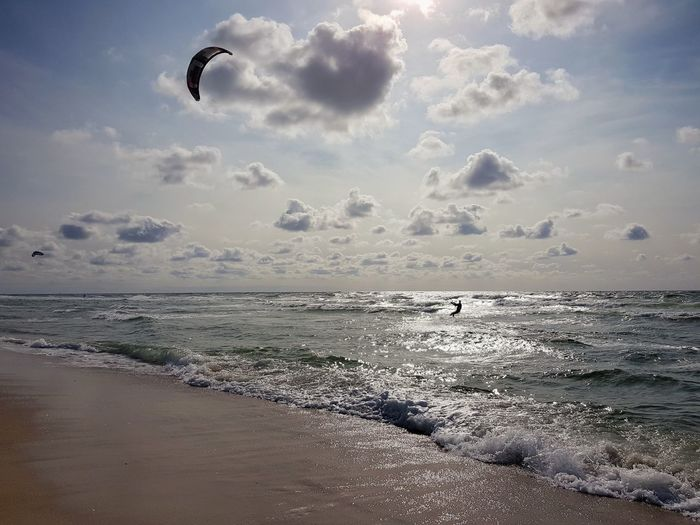 Kitesurfen in Westerland Samsung Galaxy S7 Edge Sylt, Germany Westerland Kitesurfing Summer Sea Beach Flying Sand Sport Water Sky Horizon Over Water Kiteboarding Water Sport Surfing Surfboard Surfer Wave