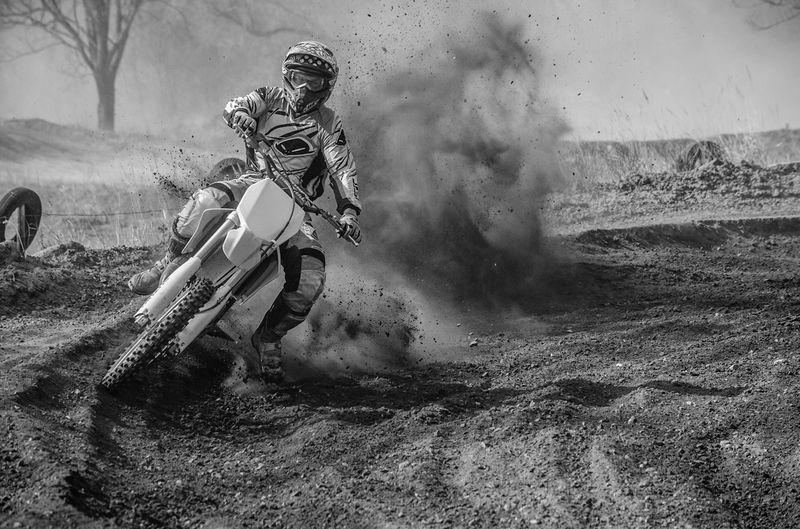 En temps pluvieux, voici un photo de 2013 du terrain se Condé sur Escaut Photographie  Noir&blanc Motocross Suziki