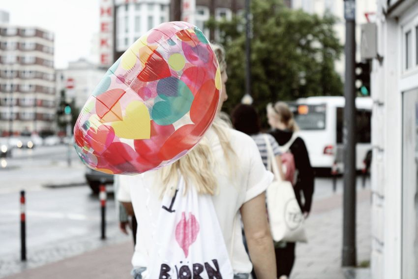Looove is in the air..🎈💛🎈. People Adult Adults Only One Person City Life City Bremen Outdoors Streetphotography Streetlife Balloon Colorful Colour Of Life Portrait Of A Woman Portrait Focus Taking Photos Shootermag EyeEm Best Shots The Week On EyeEm