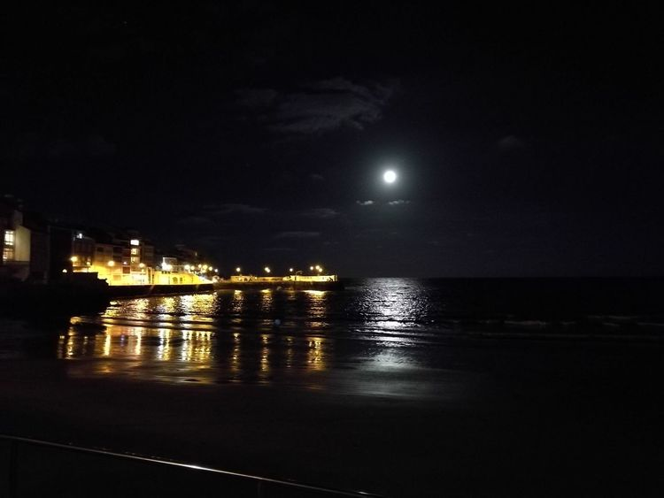 It's so big! (that's what she said) Supermoon2016 Supermoon Nofilter Noedit Night Beach Sea And Sand Night Reflection Water