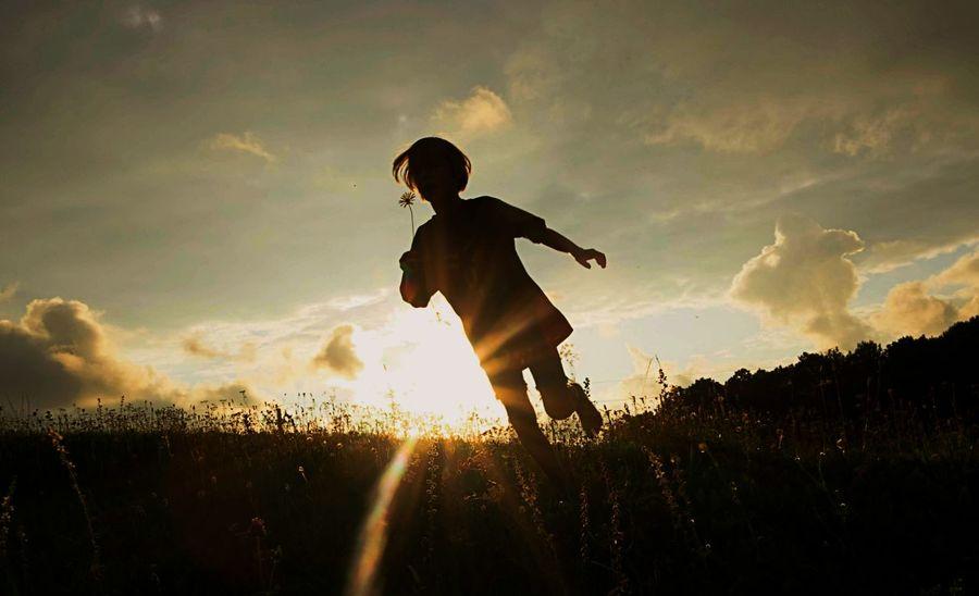 Summertime Childhood Flower In Hand Full Length Sunset Silhouette Rural Scene Sky Running HUAWEI Photo Award: After Dark