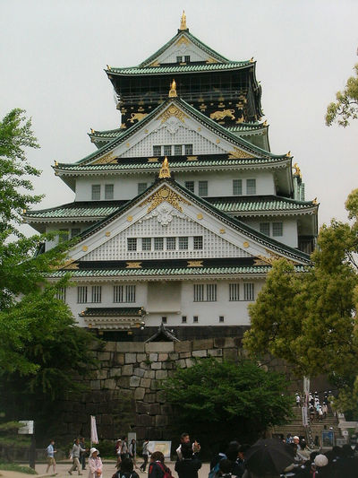 Throwbackthursday  TBT  photo for this week's Thursday~ 日本の城シリーズ 今回は 大阪城 です。| Osaka Castle - played a major role in the unification of Japan during the 16th century of the AzuchiーMomoyama Period. Built by Toyotomi Hideyoshi in 1583. In use from 1583-to-1868. In 1928 the main tower of Osaka Castle was restored. In 1995 the Osaka government approved of the major restoration and was completed in 1997. | Osaka Castle Osaka Castle Park Japanese Castle Japanese Architecture Fortress Castle Ancient Architecture Built Structure Historical Landmarks Historical Site History Through The Lens  Osaka 大阪 Capital Cities  Travel Photography EyeEm Gallery EyeEmNewHere Spring2014 EyeEm Best Shots - Architecture From My Point Of View EyeEm Best Shots