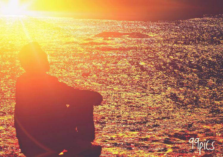 País de nunca jamás. Walking Contigo Faro De Día, Sueño De Noche Tu Luz Es La Mía. Dame Tu Mano. Message In A Bottle Historias De Amor Estamos Buscando Tesoros Y De Repente, Tu Nature Sunset Yellow Water Orange Color Sunlight Outdoors Beauty In Nature