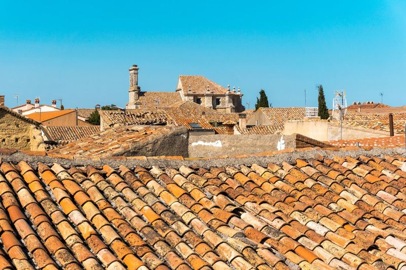 No People Day Outdoors Architecture Built Structure Building Exterior Roof Building Roof Tile Clear Sky Sky Sunlight Wall Nature History The Past Blue House Residential District Old Ancient Civilization TOWNSCAPE Town TOWNSCAPE