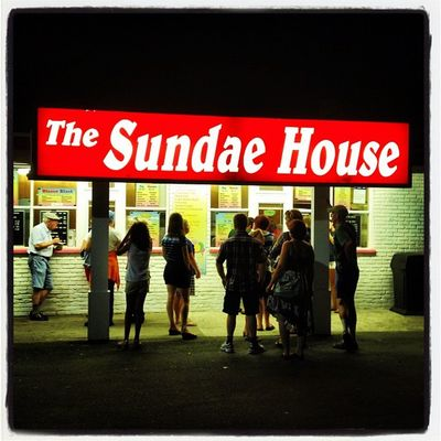 The Sundae House. #milford #ct Burp Creemee Icecream Ct Dessert Newhaven IPhoneography Westhaven Snack Hotfudge Vacation Thesundaehouse Iphoneonly Bananasplit Dive Connecticut Milford Sundae Instamood Instagood Instagramhub Instadaily