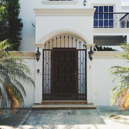 Let me in. Vscocam Vscogrid Vscord Onlydoors Door House Huntinghouses Urban City Santodomingo