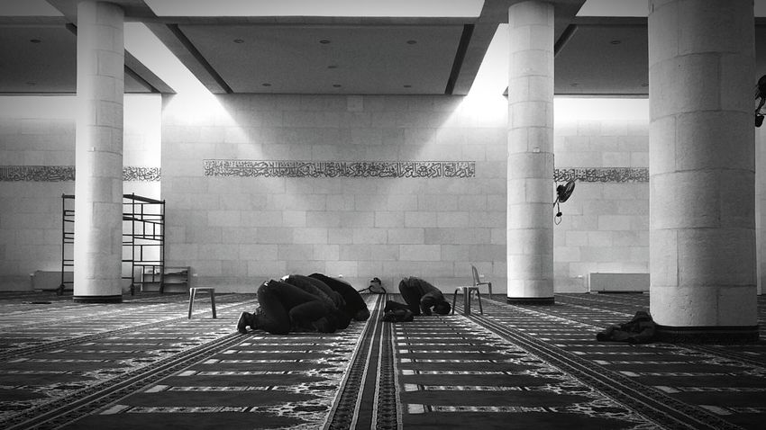 Prayers Mosque ISLAM♥ Place Of Worship Indoors  Religion Black And White People Praying