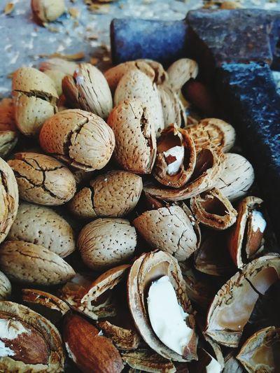 Almond Almonds Breaking Broken Backgrounds Full Frame Close-up Pile Nut - Food