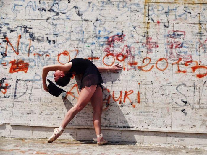 Streetphotography Taking Photos Enlightapp Ballerine Www.lasinfoniadellabellezza.it Puglia Italy