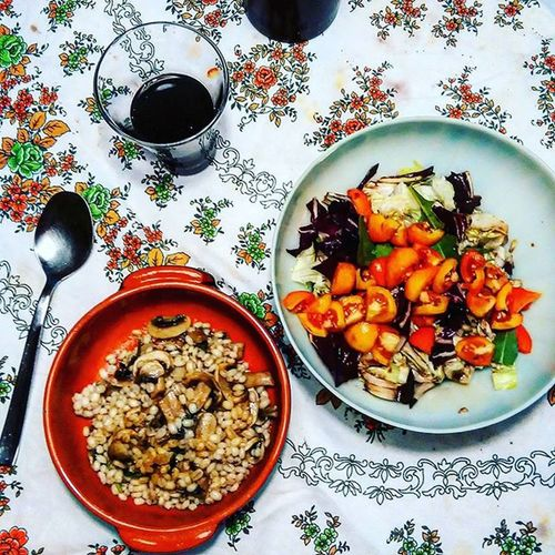 Red wine, barley with mushrooms, onion tomatoes and salad 😋 Yummy Lunchtime Foodporn Foodstagram Foodlovers Foodlover LoveFood Foodoftheday Lunch Homemade Redwine Wine Salentowine Salento Barley Mushrooms Onion Salad Tomato Bonappetit
