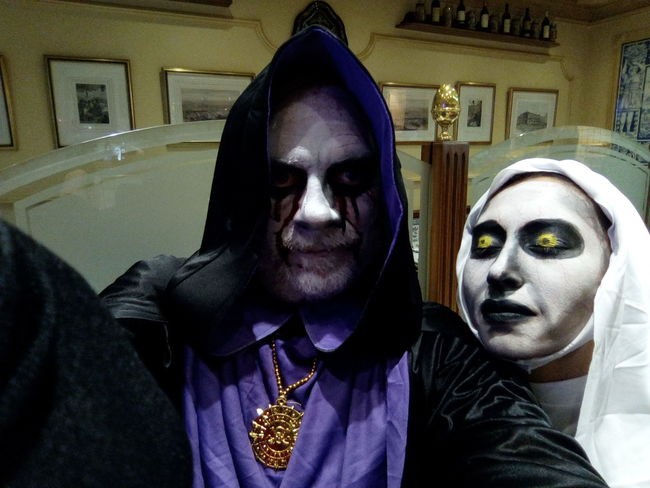 Halloween Front View Real People Lifestyles Looking At Camera Human Face Human Body Part Portrait Young Women Indoors  Adults Only Close-up Young Adult People Adult Only Men Day fancy dress City Life Weimei WeiMei Smart Phone Weimei Plus WePLUS Madrid Selfieoftheday Dark Lord