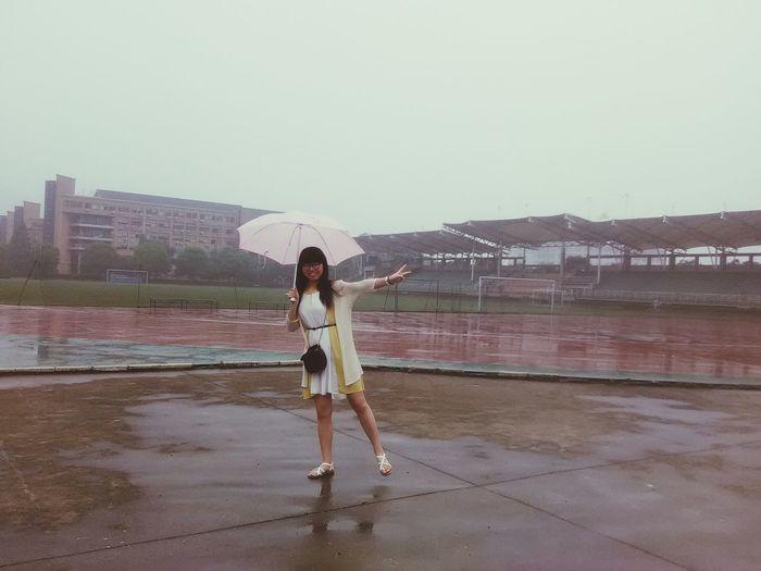 Today it's raining. The girl like the feeling of walking in the rain.@humansofzjut Humansofzjut