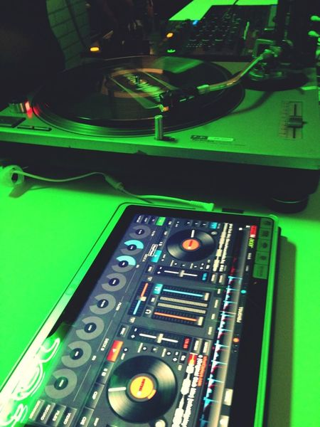 Touch DJing, Acer.