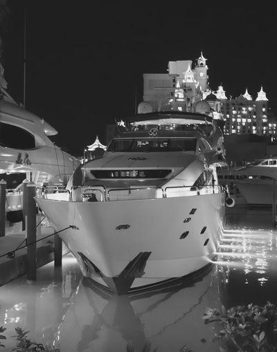 Atlantis Resort yacht club 45201 Bahamas Atlantis, Bahamas.  Danieljpiraino Boat Travel Sea Water Yacht Yachting Luxury Outdoors Luxurylifestyle  Blackandwhite