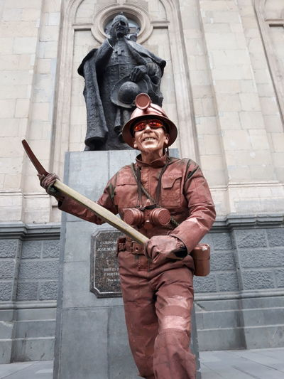 Miner Stret Performer Scupture Art Unusual Coloring South American Weapon King - Royal Person Men Sword Period Costume Civilization