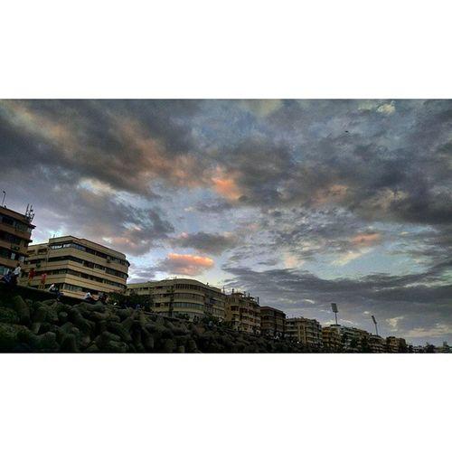 Evening Oldpic Marinedrive Justfortp Afteroffice Sky Clouds Tao_theartorgnisation Gameofclouds Random India_91 Building Mumbai Cityofnight Foto Motofoto 😷😷