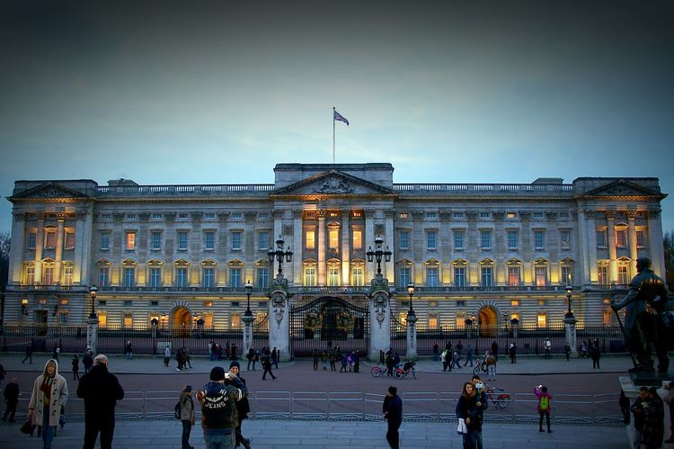 Buckingham Palace, London, England. Tourism Royal Residence Queen Elizabeth  London Twighlight Dusk Buckingham Palace Architecture Building Exterior Built Structure Government Façade Politics And Government Travel Destinations Flag Illuminated