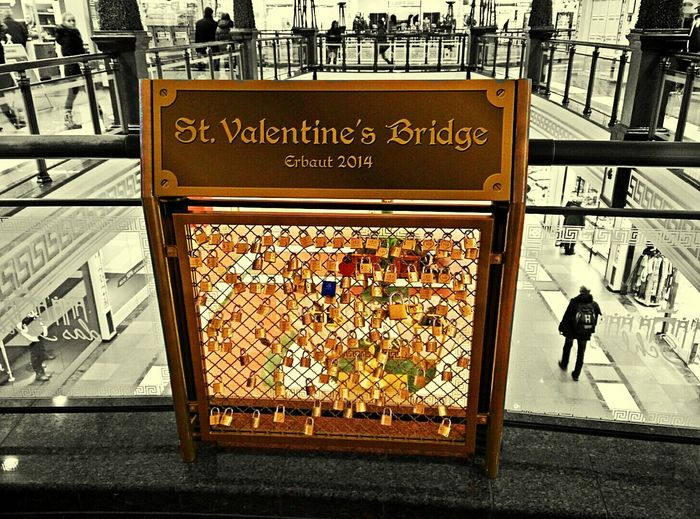 Detail Padlocksin Shopping MallEffect Pixlr